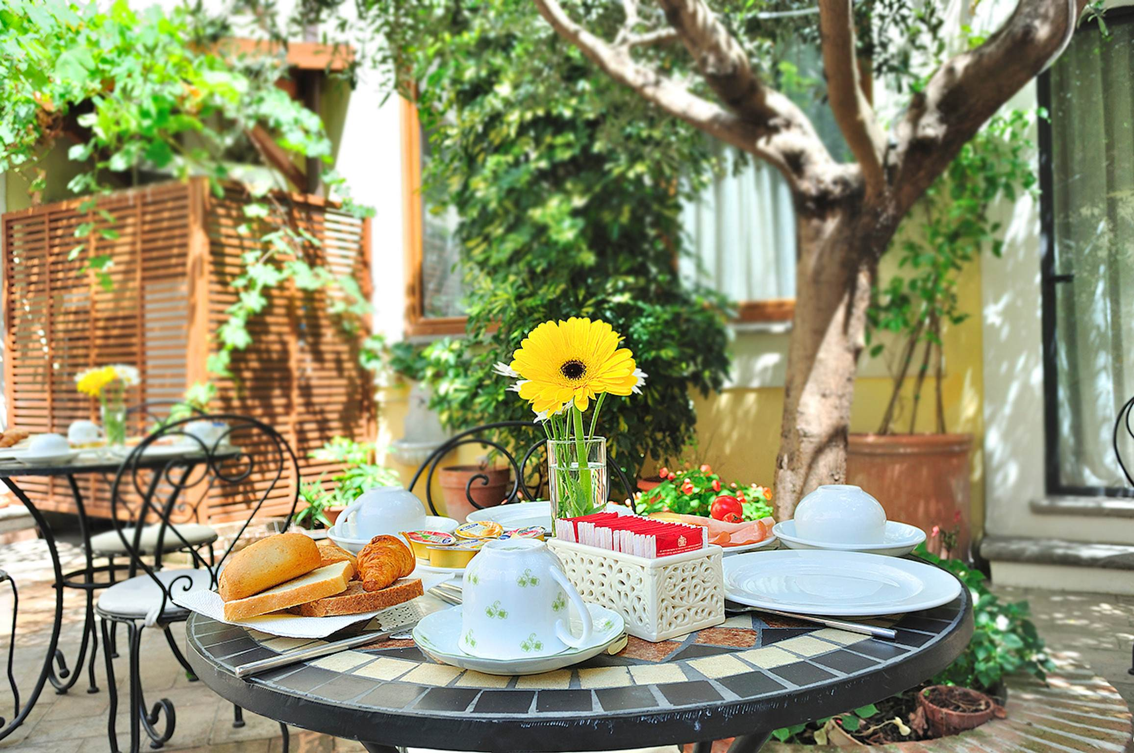 hotel with transfer service rome hotel with garden rome trastevere